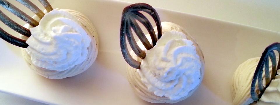 Cestini di meringa al caffè panna e cioccolato (L. Montersino)